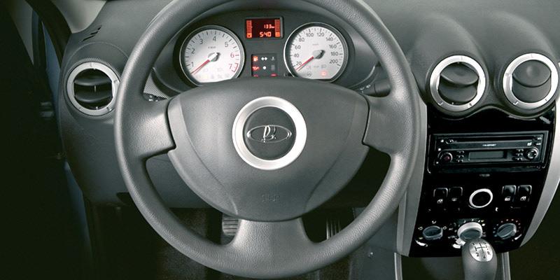 Лада Ларгус - вид на руль, приборная панель