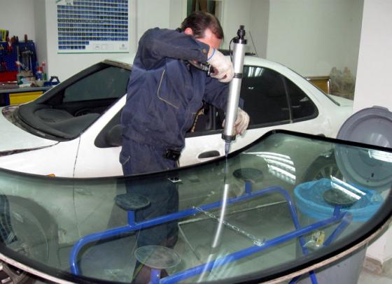 kak-samostoyatelno-sdelat-remont-lobovogo-stekla-6[1]
