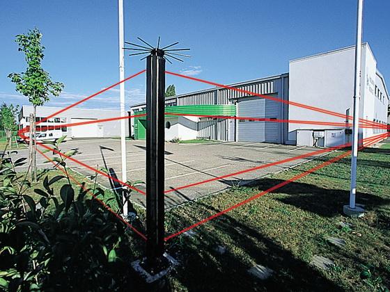 Охрана периметра участка при помощи инфракрасных датчиков