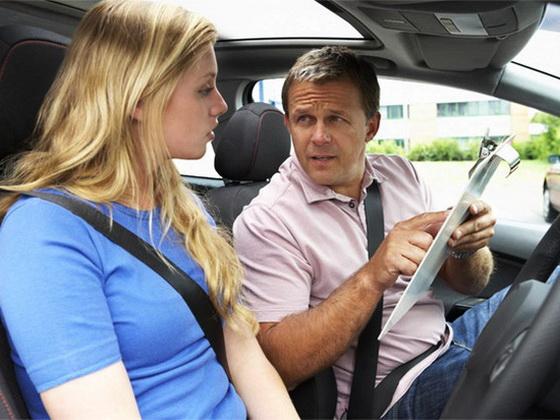 Выбираем хорошего инструктора по вождению
