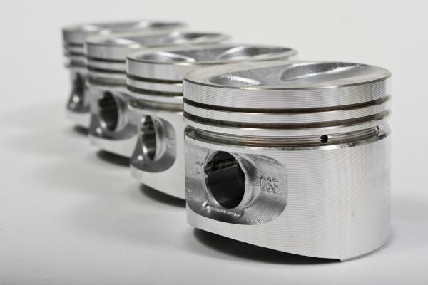 заменить поршни двигателя в иномарке